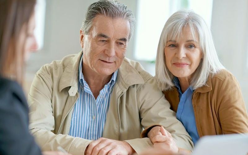 Как можно взять кредит пенсионерам под низкий процент